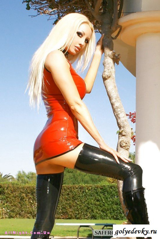 Wild babe Cindy Hope is posing in her tight latex dress on camera № 679766  скачать